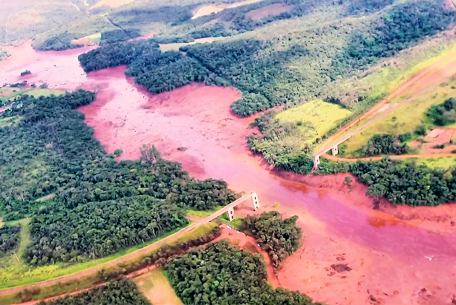 Dam burst in Brazil: River of Blood